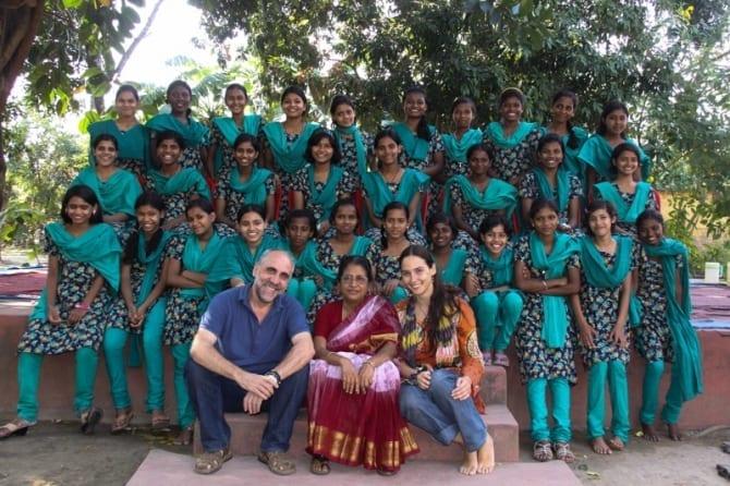 Anand-Bhavan Grupo