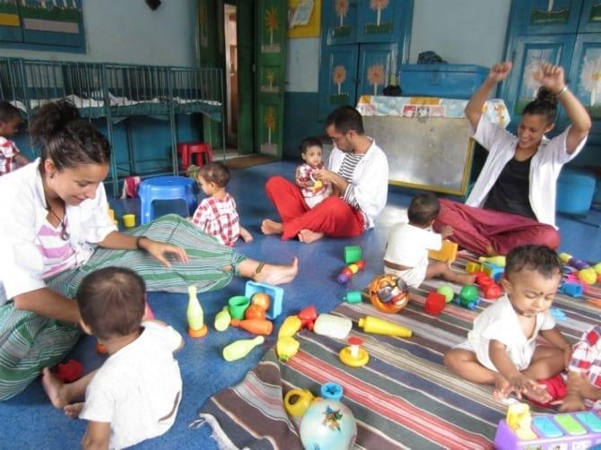 Voluntarios en la unidad de desnutrición