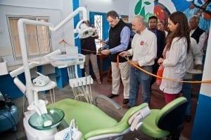 Embajador de España en India inaugura la clínica dental
