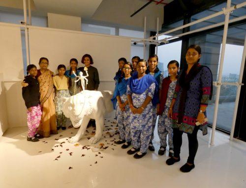 Anand Bhavan visita la exposición «La Nada»